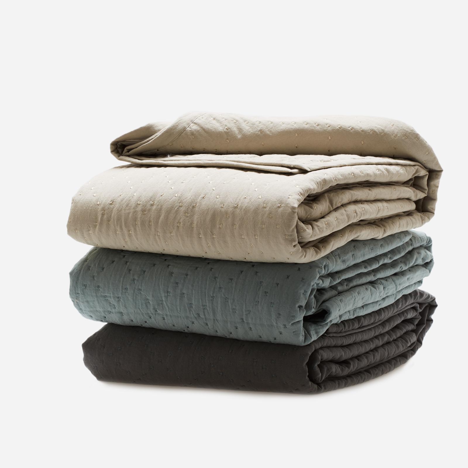 decken plaids l ssigen luxus online kaufen ausgesuchtes design aus aller welt. Black Bedroom Furniture Sets. Home Design Ideas